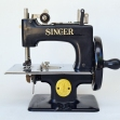 Miniature-Singer-Sewing-Machine,